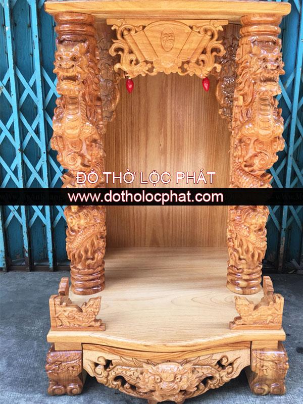 cận cảnh bàn thờ ông địa thần tài đẹp với giá cực rẻ. Bàn thờ ông địa thần tài bằng gỗ gõ đỏ