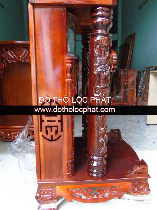 ảnh chụp mặt ngang mẫu bàn thờ ông địa thần tài đẹp nhất tại TPHCM bằng gỗ tràm