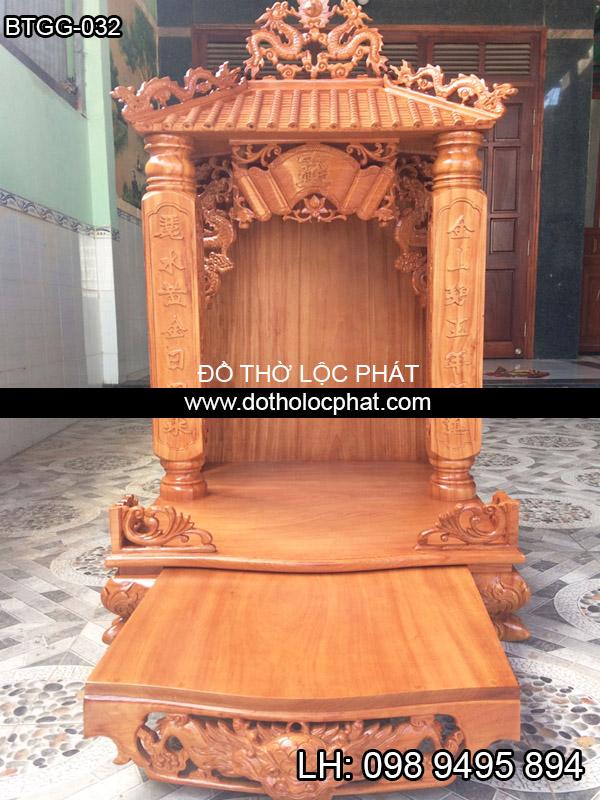 mẫu bàn thờ ông địa thần tài đẹp ngang 88 với mái ngói và cột khắc chữ