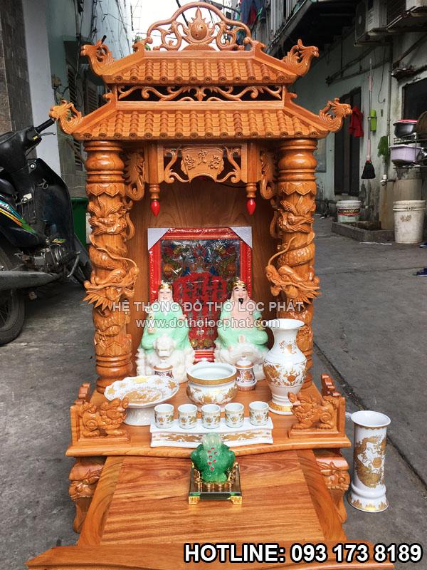 bộ tượng ông thần tài thổ địa bằng đá trên bàn thờ