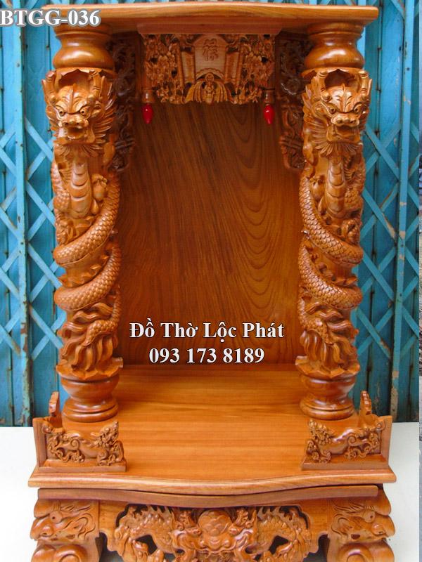 Mẫu bàn thờ thần tài mái bằng cột rồng đẹp nhất hiện nay