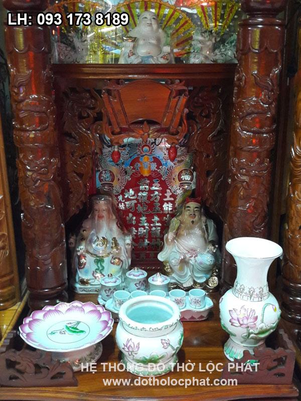 bộ đồ thờ bằng sứ in sen nổia trên bàn thờ ông địa đẹp nhất