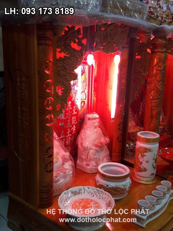 bộ đồ thờ bằng sứ in nổi trên bàn thờ ông địa thần tài đẹp nhất
