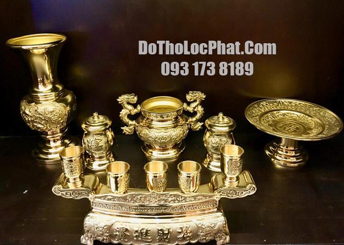 bộ đồ thờ bằng đồng vàng cao cấp họa tiết rồng mây đẹp nhất HCM trên bàn thờ thần tài ông địa