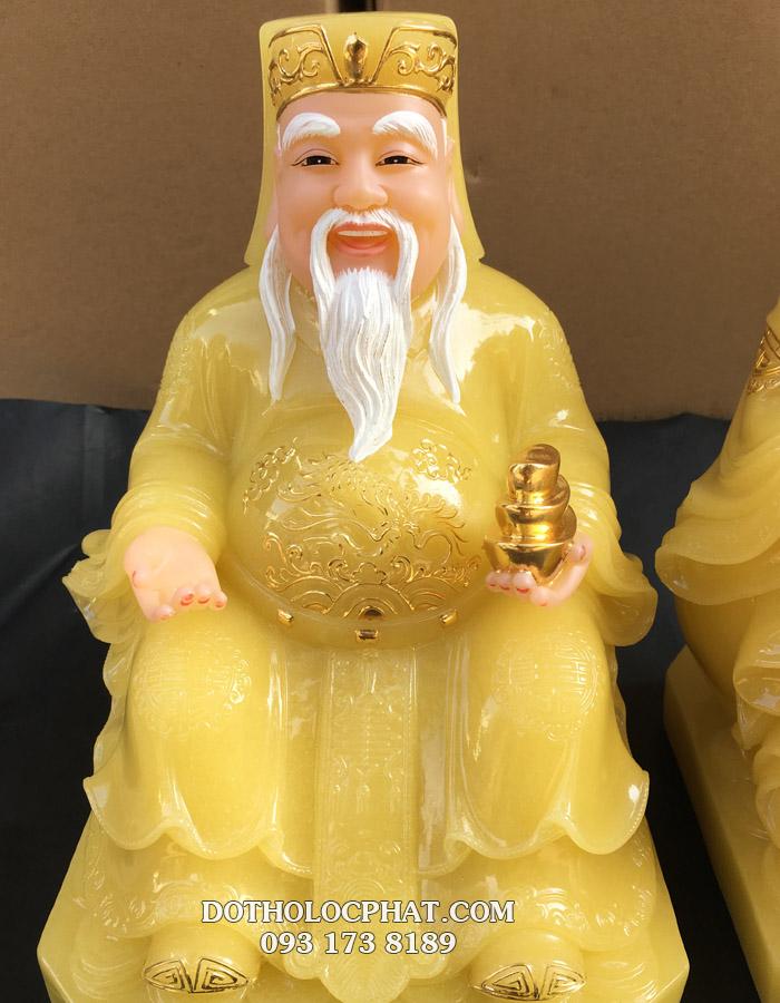 Hình ảnh ông thần tài bằng đá thạch anh áo vàng tay cằm thỏi vàng
