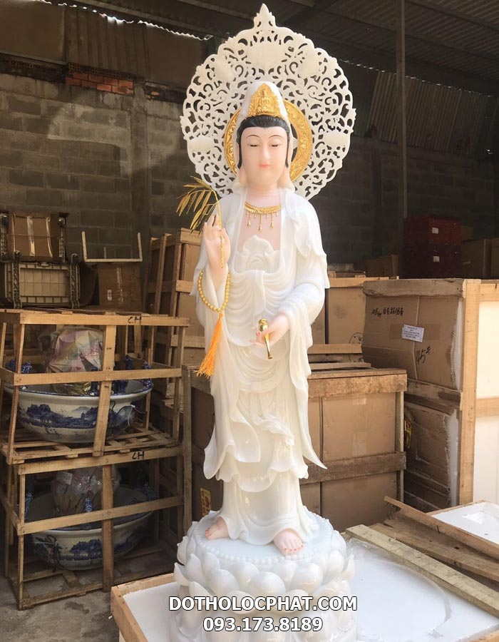 tượng bồ tát quan âm đứng trắng có hào quang đẹp