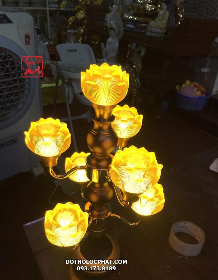 mẫu đèn bàn thờ phật đẹp bằng lưu ly