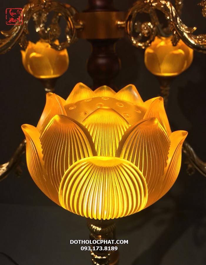 đèn trang trí bàn thờ phật bằng lưu ly đẹp