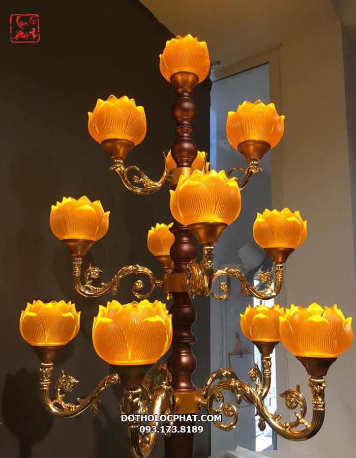 mẫu đèn lưu ly trang trí bàn thờ phật cao 1.3 mét
