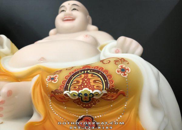 tuong-phat-di-lac-ngoi-tui-tien-ve-gam-vang-dep-3