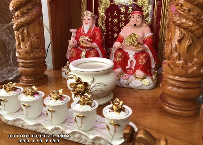 trọn bộ bàn thờ ông địa thần tài bằng đá đỏ sứ sen nổi