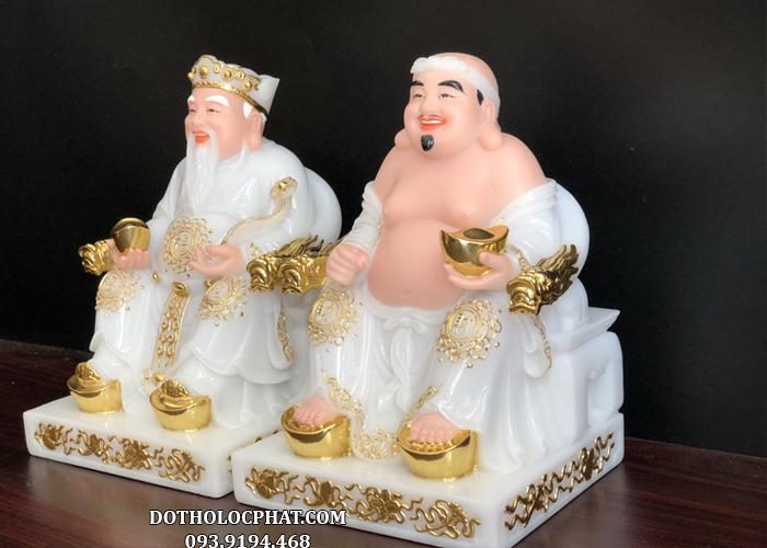 Tượng Ông Địa Thần Tài bằng đá trắng viền vàng nhìn ở góc nghiêng