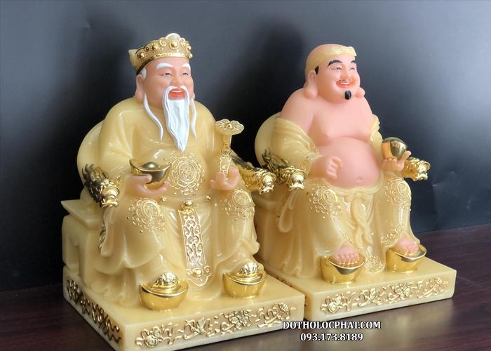Phần đế vuông của tượng mang đến sự vững chắc kết hợp với những đường viền vàng mềm mại tinh tế tạo nên sự hài hoà về tổng thể cho bộ tượng