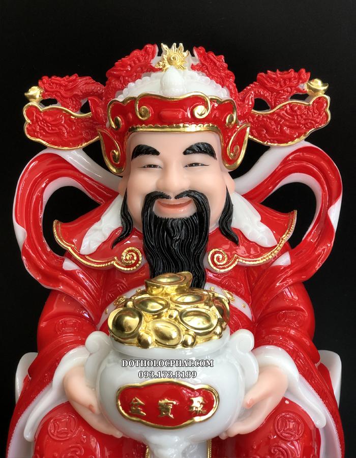 Tượng Thần Tiền có màu đá đỏ rực rỡ, là màu sắc tượng trưng cho may mắn, hạnh phúc đủ đầy cũng là sắc màu tượng trưng cho quyền lực, danh vọng và sức mạnh