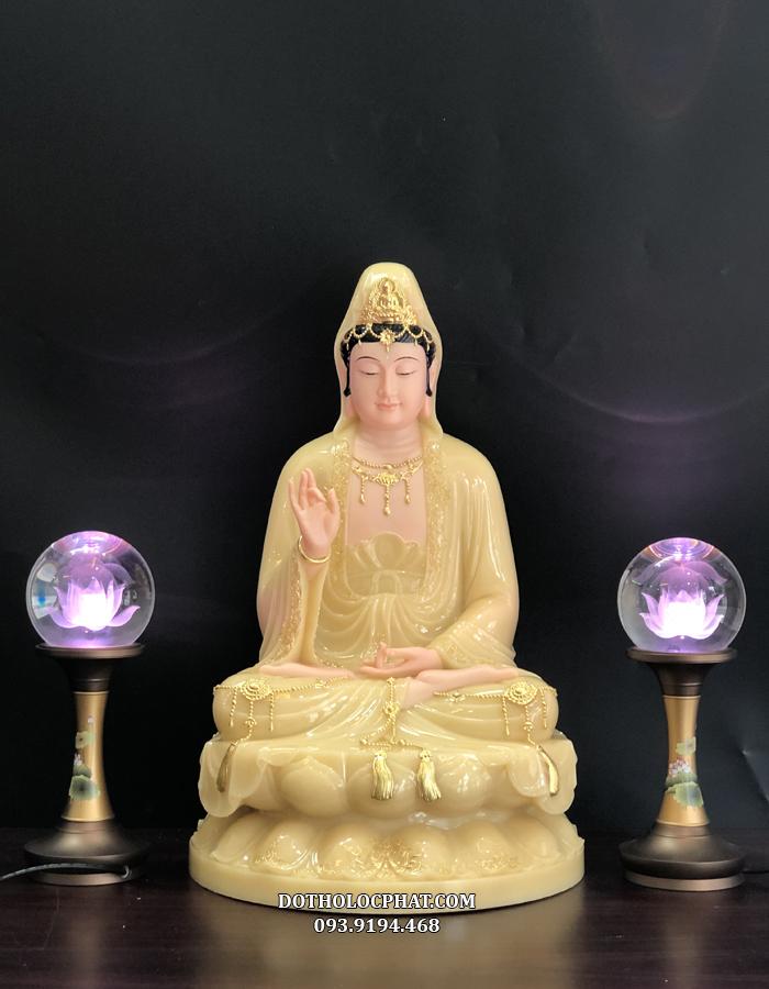 Tượng Phật Bà Quan Thế m Bồ tát bằng đá thạch anh viền vàng cao 50cm kết hợp hài hoà với đôi đèn cầu hoa sen