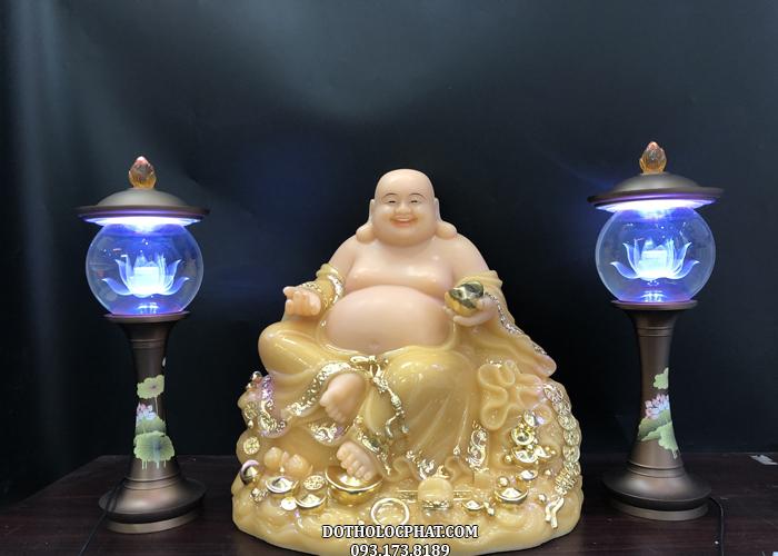 Tượng Phật Di Lặc thạch anh đế đứng to TT DLBT-036 trang nghiêm, rực rỡ cùng đôi đèn cầu hoa sen màu xanh