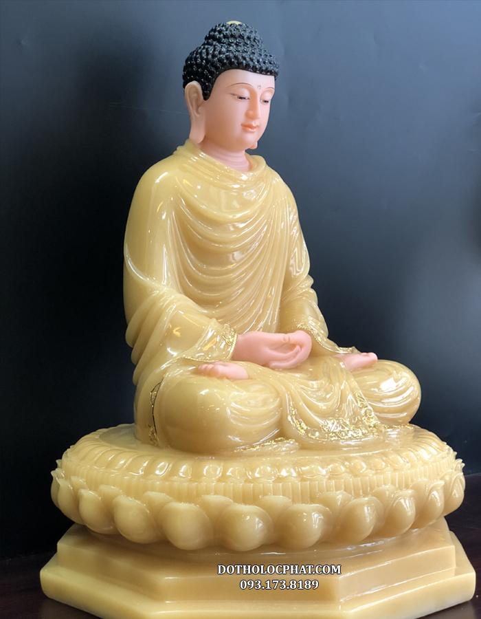 Tượng Phật Thích Ca Mâu Ni đế 8 cạnh được làm từ bột đá thạch anh cao cấp, bề mặt được phủ một lớp nano giúp tăng độ bóng, độ bền và khả năng bị bám bụi