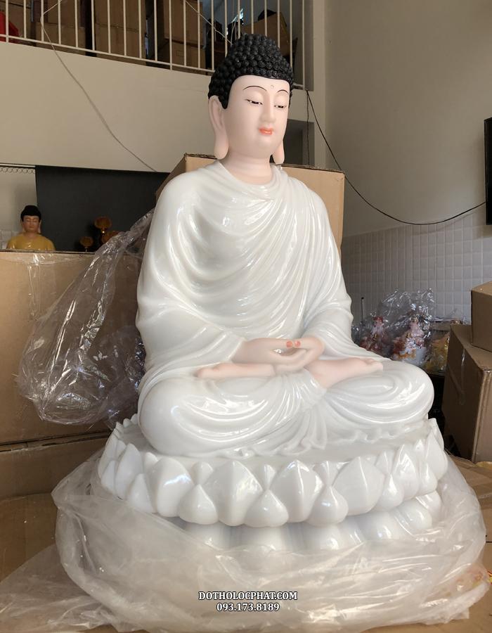 Mặt phải của pho tượng Phật Thích Ca Mâu Ni áo trắng đẹp