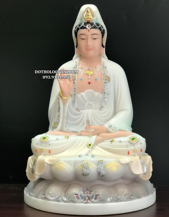 Tượng Quan m Bồ tát có tướng diện đẹp, bố cục cân đối, tổng thể hài hoà tạo cảm giác chân thật như trước mặt chúng ta là Phật Bà Quan m từ bi bao dung