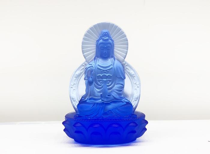 Mẫu tượng Quan Âm lưu ly xanh được chế tác từ chất liệu lưu ly cao cấp