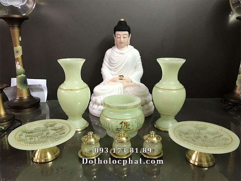 Xếp bộ tượng Phật Thích Ca trắng cao 50cm cho khách