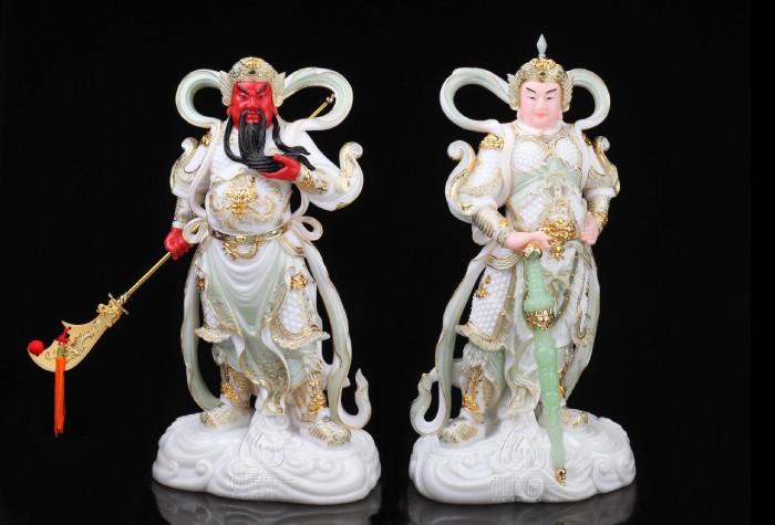 Tượng Quan Công xách đao giáp trắng có ý nghĩa trấn trạch trừ tà, bảo vệ gia chủ