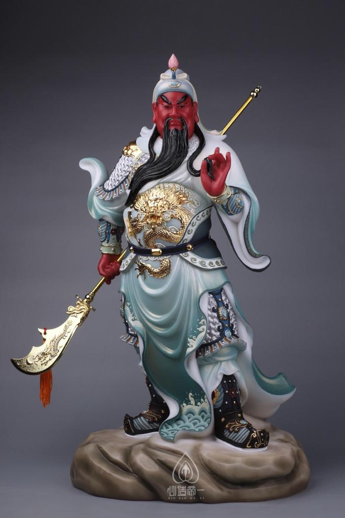 Mẫu tượng Quan Công bằng đá tay xách đao mặc giáp xanh đẹp nhất